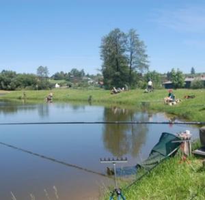 Łowisko wędkarskie na zbiorniku w Zochcinku.
