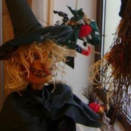 Mały sabat czarownic w Regionalnym Centrum Informacji Turystycznej